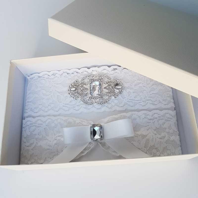 white lace garter set