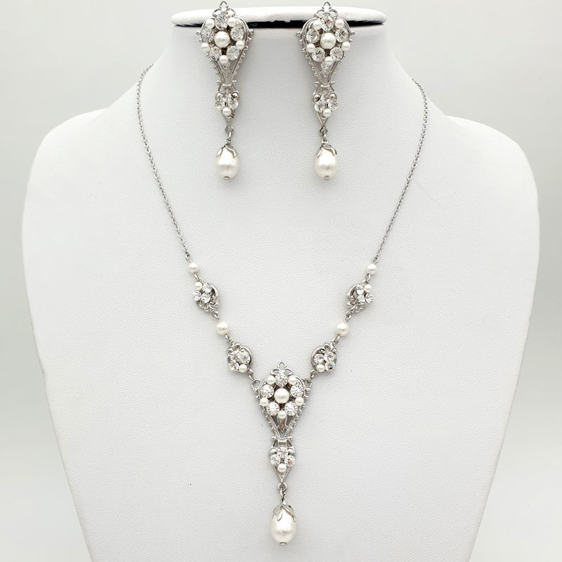 Swarovski pearl and crystal necklace set