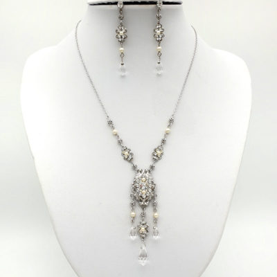 Long pendant pearl and crystal necklace set