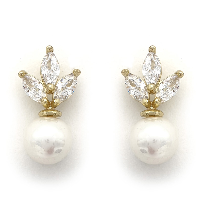 Gold pearl studs