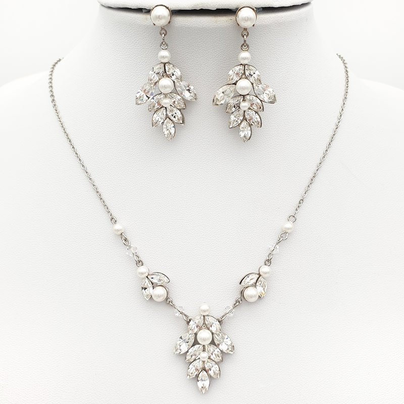 Bespoke pearl and crystal bridal necklace set
